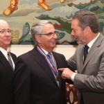 02-Sebastián Grisaleña, condecorado con la Insignia de Honor en el Dia de la Región de Maderia