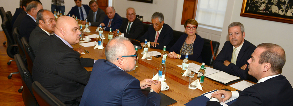 El alcalde de Las Palmas de Gran Canaria recibe al Comité Ejecutivo en las Casas Consistoriales