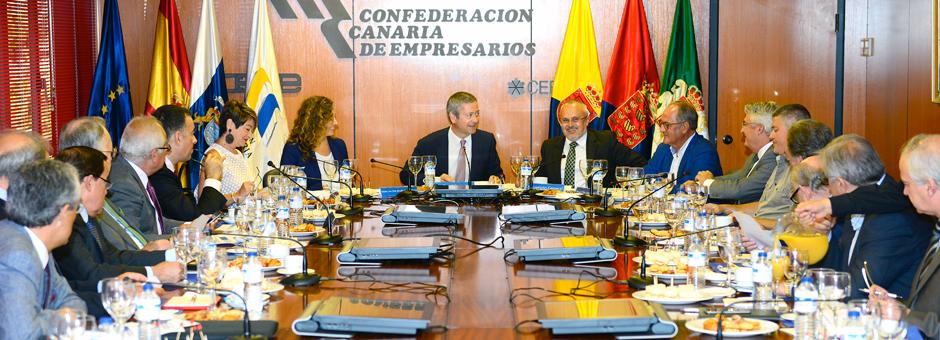Desayuno de trabajo con la Consejera de Obras Públicas y Transportes del Gobierno de Canarias