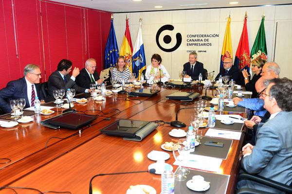 00-reunion-de-trabajo-en-la-confederacion-con-la-presidenta-de-la-zec